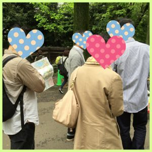 上野動物園でグループ散策中