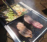 バーベキューお肉と野菜を焼いている
